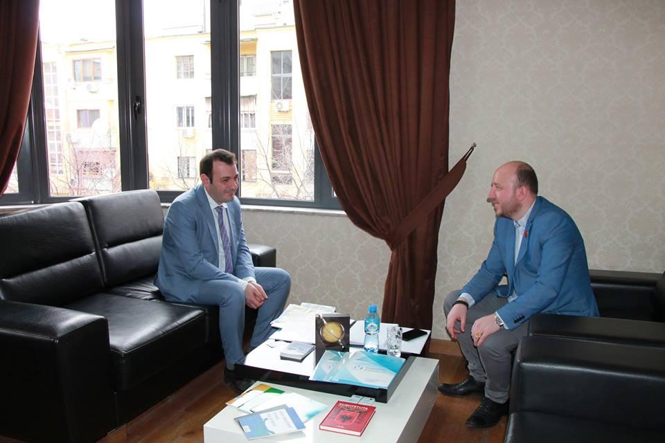 """Komisioneri për Mbrojtjen nga Diskriminimi Robert Gajda priti në një takim z.Nikolla Gjurgjaj, përfaqësues i shoqatës maqedonase """"Ilinden"""" Tiranë."""