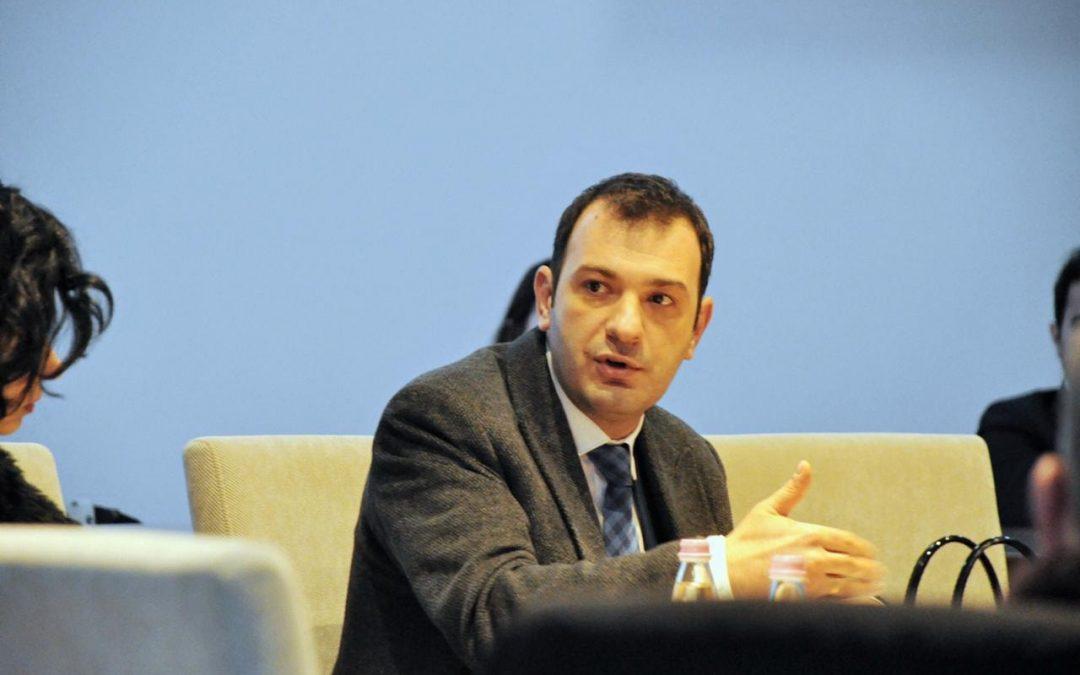 Komisioneri për Mbrojtjen nga Diskriminimi, Robert Gajda mori pjesë në tryezën e rrumbullakët të drejtuesve të Institucioneve të Pavarura